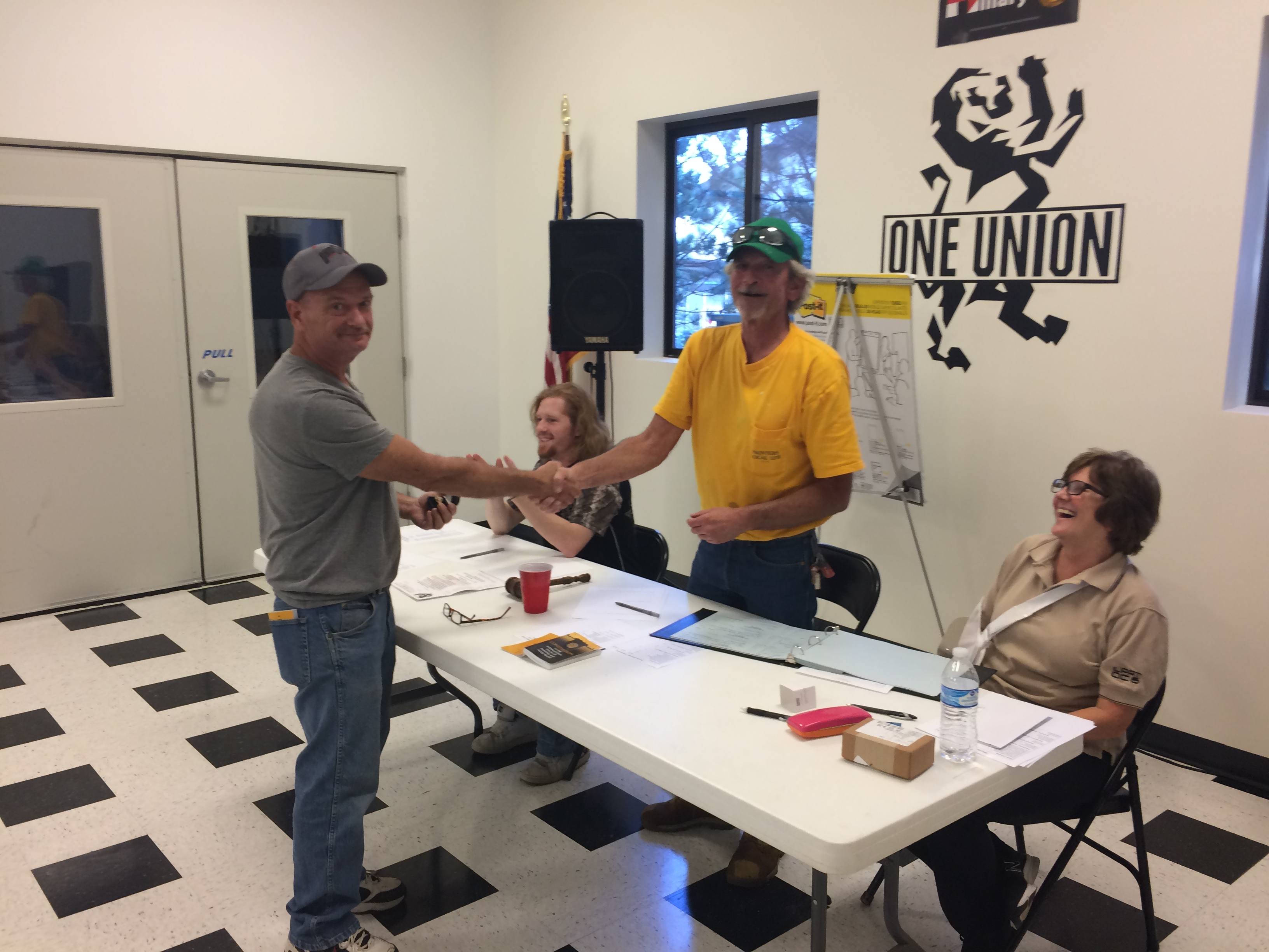 Dave Crisp receives his 35-year service ring at a LU 1275 meeting.